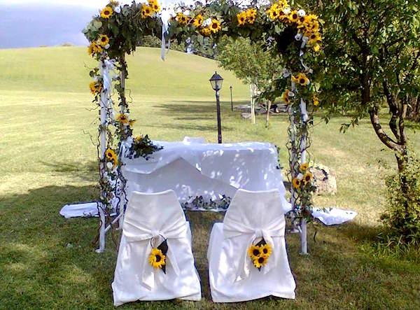 Composizioni Con Girasoli Matrimonio : Un matrimonio all aperto con romantico addobbo di girasoli