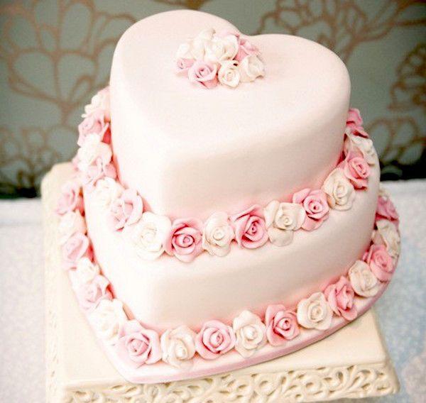 torta a cuori con roselline torta a cuori con roselline