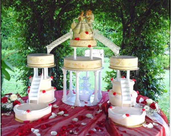 Matrimonio Tema Bella E La Bestia : Una torta nuziale a tema la bella e bestia