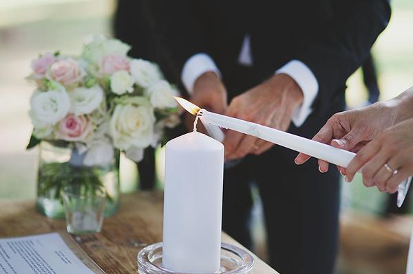 Matrimonio Simbolico Idee : Far celebrare il matrimonio da un amico pro e contro