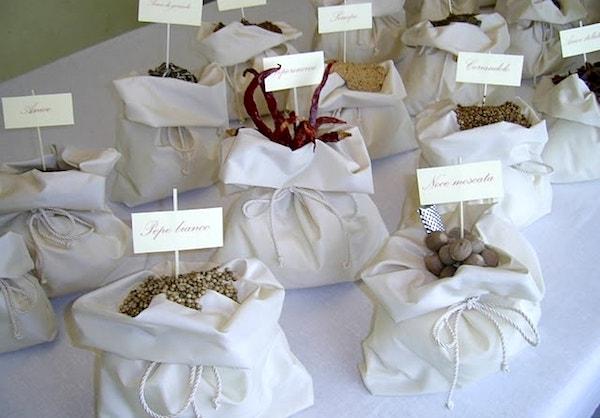 Matrimonio Tema Spezie : Un ricevimento di matrimonio con spezie da tutto il mondo
