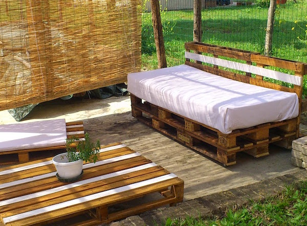 Idee e consigli d 39 arredo per spazi esterni giardini for Arredo giardino on line