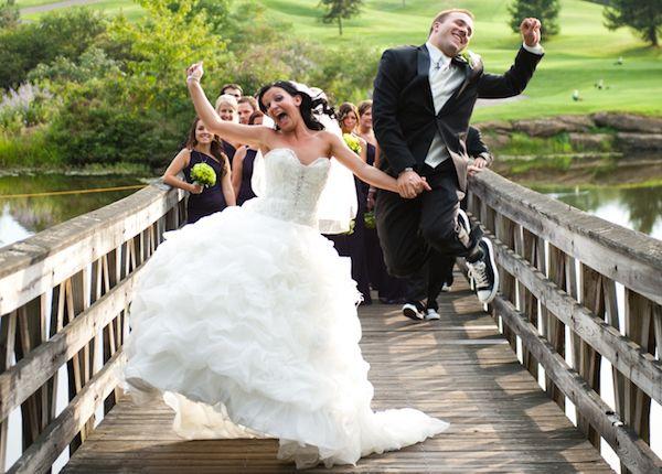 Matrimonio In Fotografia : Come realizzare foto di matrimonio allegre e divertenti