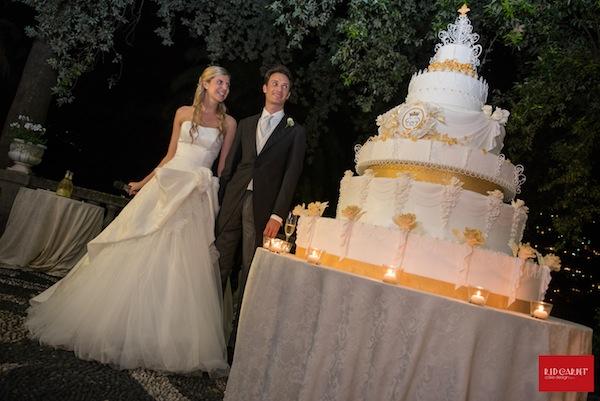 Lo zen e l 39 arte di costruire torte nuziali monumentali for Arte delle torte clementoni