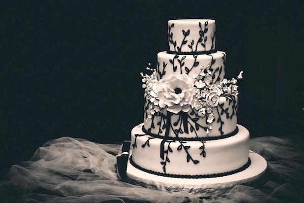 Matrimonio In Bianco E Nero : Una torta nuziale in bianco e nero per un matrimonio molto elegante
