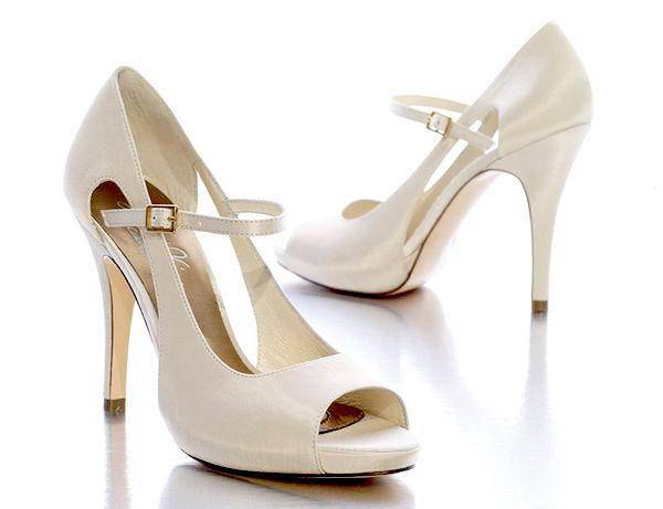 Scarpe Per La Sposa.Camminando Verso L Altare Suggerimenti E Consigli Per La Scelta