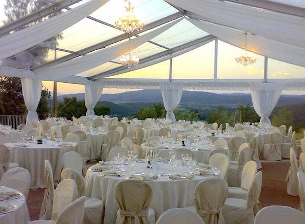 Gazebo Per Matrimonio In Giardino : Matrimonio all aperto ombrelloni gazebo o tensostrutture