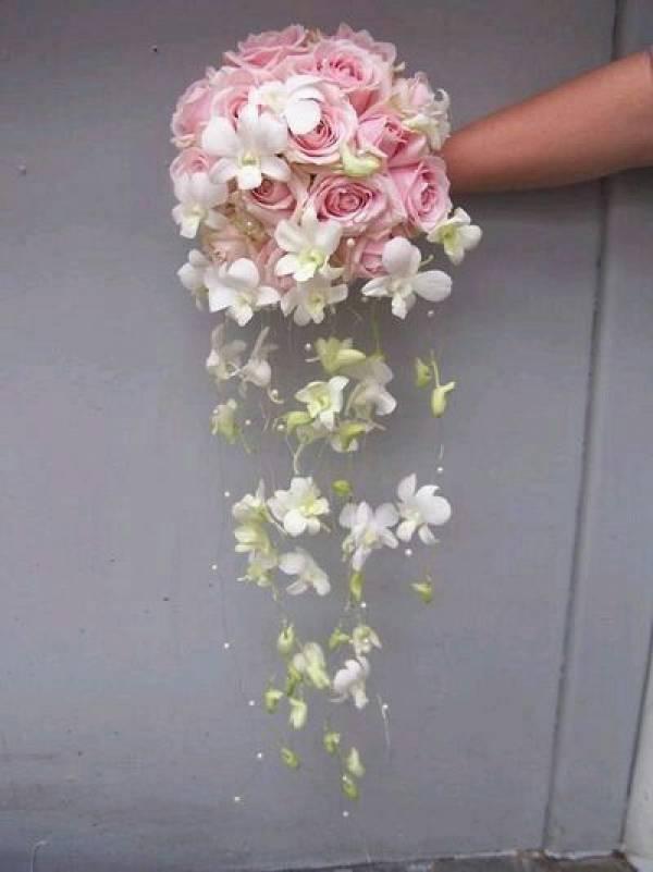 Bouquet Da Sposa Originali.Bouquet Da Sposa A Pomander Un Idea Originale Anche Per L Addobbo