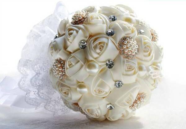 Bouquet Da Sposa Gioiello.Un Bouquet Gioiello Per Il Vostro Matrimonio