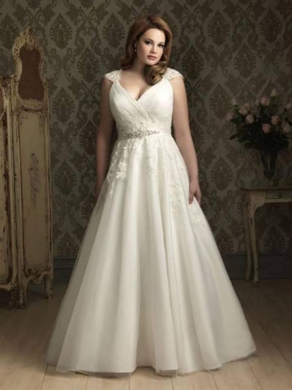 acc17085ce04 Spose Curvy  eroine alla ricerca dell abito nuziale perfetto!