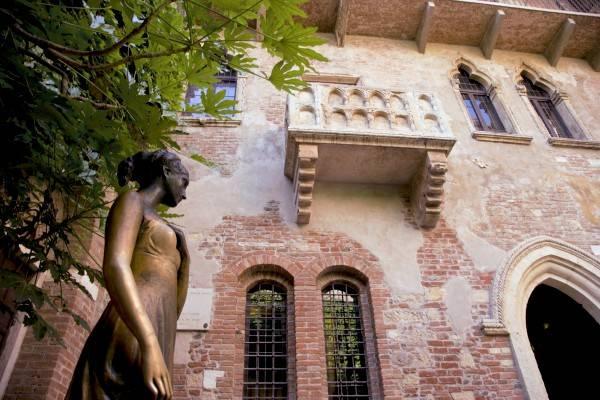 Matrimonio Tema Romeo E Giulietta : Le location più romantiche per la proposta di matrimonio