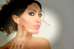 Contouring e strobing: tecniche e nuove tendenze del wedding make-up.