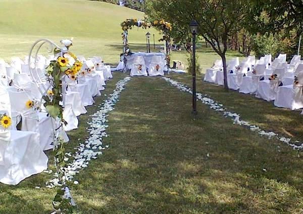 Bomboniere Girasoli Matrimonio : Un matrimonio all aperto con romantico addobbo di girasoli